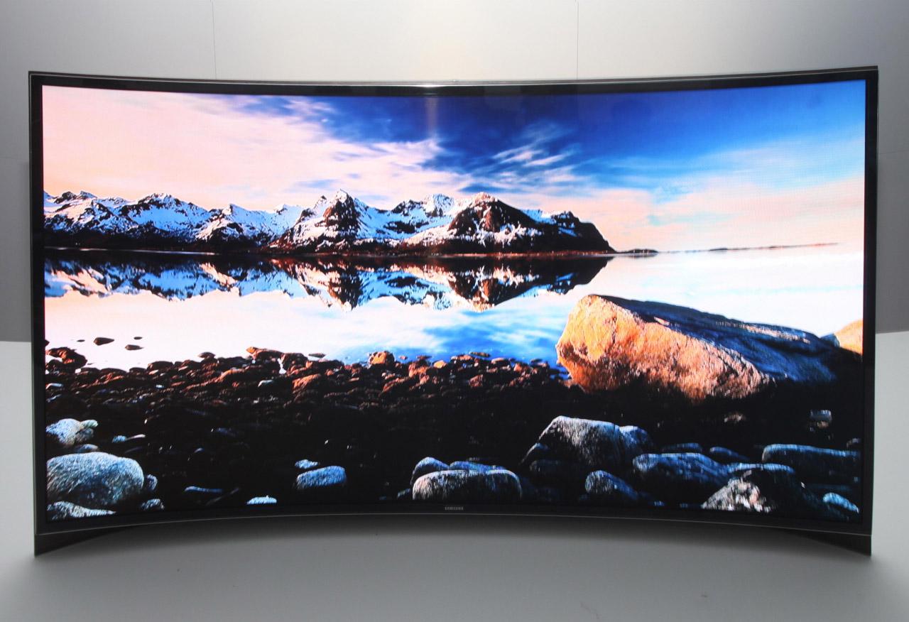 ces2013 lg y samsung muestran sus televisores curvos con pantalla oled de 55. Black Bedroom Furniture Sets. Home Design Ideas