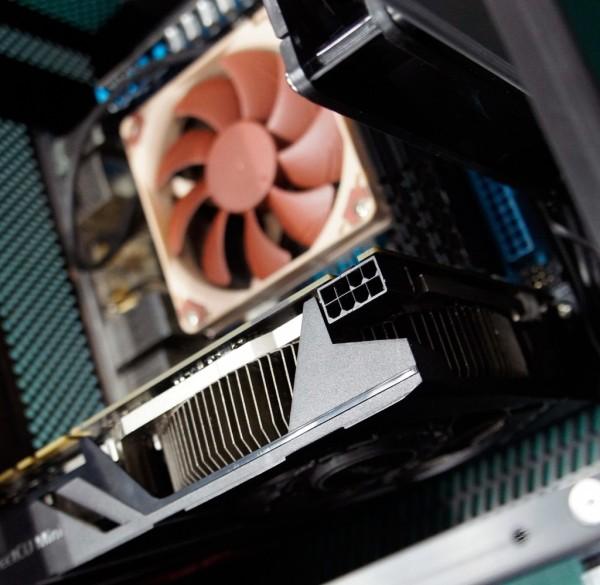 ASUS-GeForce-GTX-670-DirectCU-Mini-2
