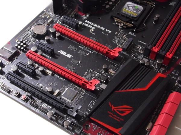 En la zona de slot de expansión encontramos 3 ranuras PCI-Express y 3 ranuras PCI-Express x1, además podemos observar la desaparición de ranuras PCI. Las ranuras PCI Express de superior a inferior van de x16, x8 y x4.